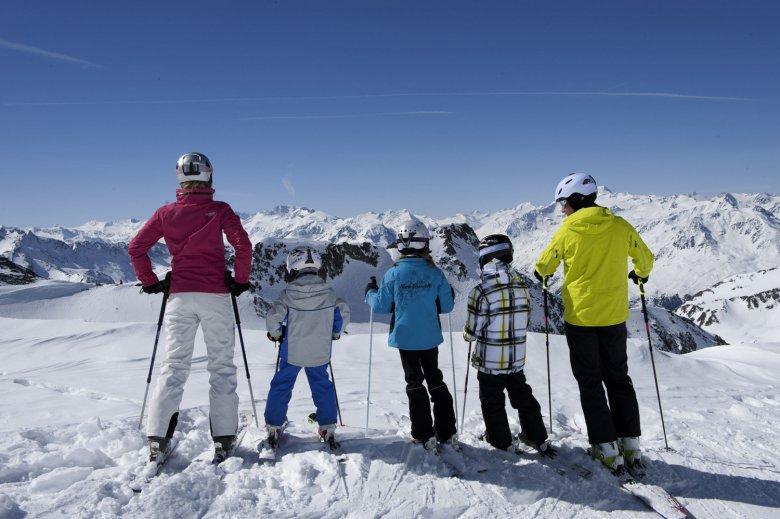 Skifahren mit Kindern am Stubaier Gletscher.