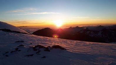 https://images.seekda.net/AT_UAB7-07-12-08/Sonnenaufgang_2.jpg