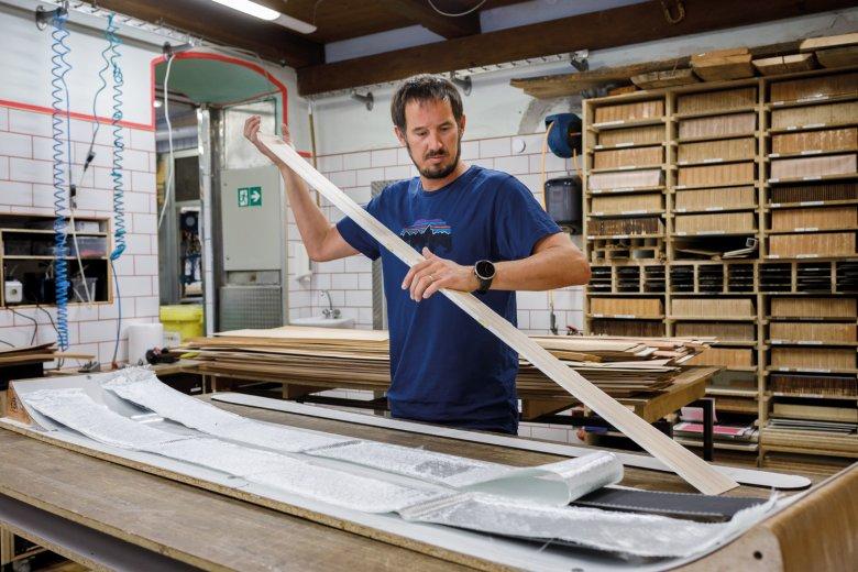 Peter Pfeifer in der Werkstatt.
