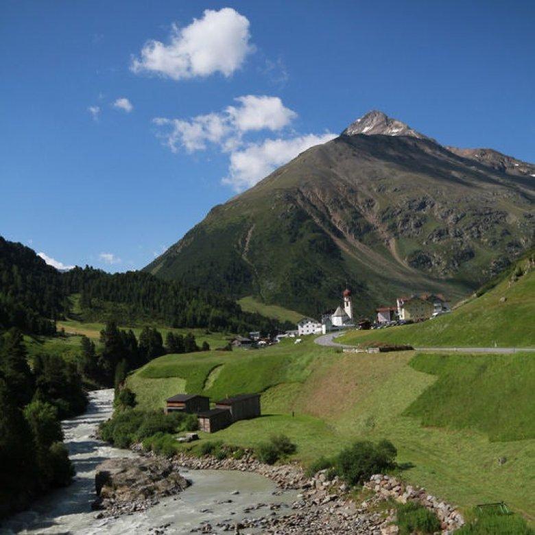 """Vent darf sich offiziell als """"Bergsteigerdorf"""" bezeichnen. Ein Prädikat, das der Österreichische Alpenverein derzeit nur an 20 Dörfer österreichweit vergibt, die nachhaltigen Alpintourismus und Berglandwirtschaft im Einklang mit der Natur betreiben. (Foto: Tirol Werbung, Bernhard Aichner)"""
