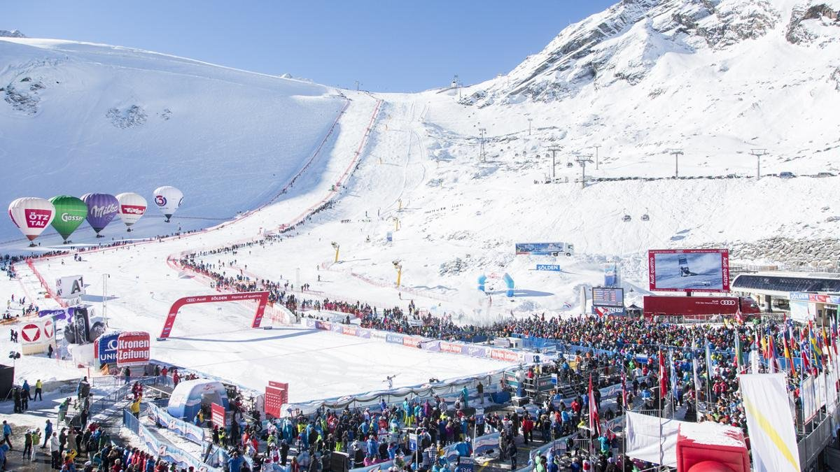 Jedes Jahr Ende Oktober markiert der Auftakt zum Skiweltcup am Rettenbachferner auch den Beginn einer langen und intensiven Wintersaison in Sölden., © Ötztal Tourismus/Markus Geisler