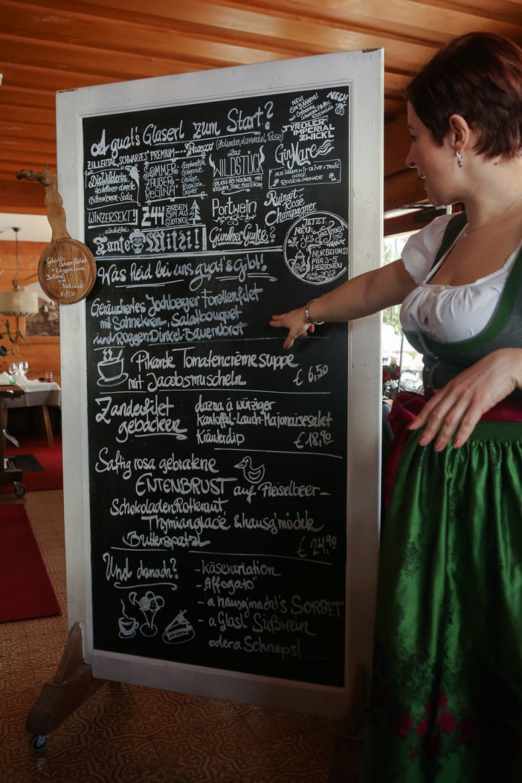 … und dann gleich zu den inneren Werten: das täglich wechselnde lokale Menü.