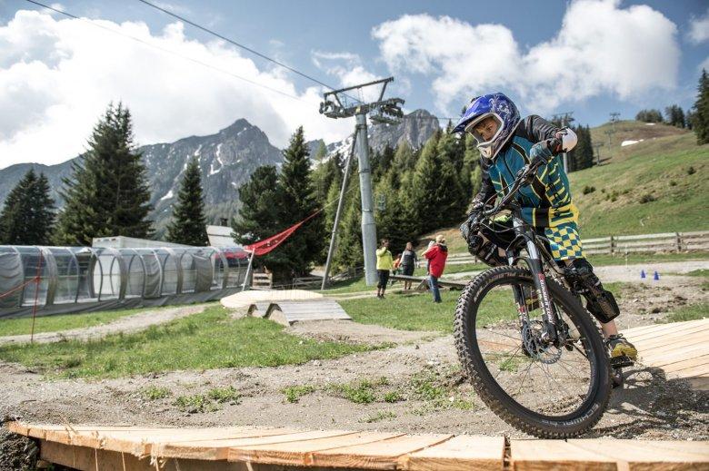 Am Übungsgelände finden auch die wöchentlichen Kids & Jugendtrainings statt. Foto: MTB Downhill & Freeride Verein / Andreas Vigl