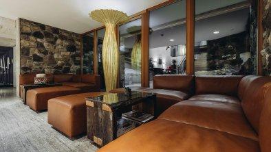 MOOSER_Hotel_Lobby