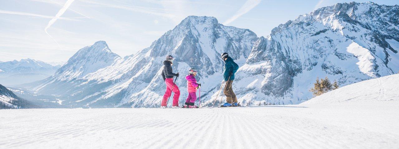 Skifahren in Familienskigebiet Ehrwalder Almbahn, © Tiroler Zugspitz Arena, C. Jorda