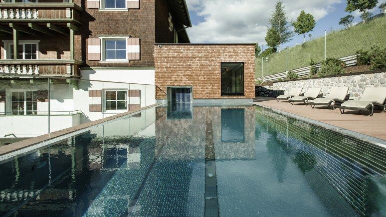 Hotel Schwarzer Adler St. Anton Pool Sommer