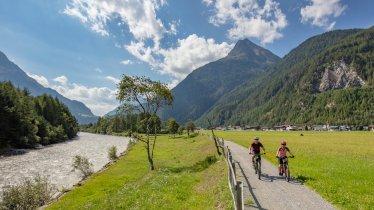 Ötztal Radweg entlang der Ötztaler Ache, © Ötztal Tourismus/Lukas Ennemoser
