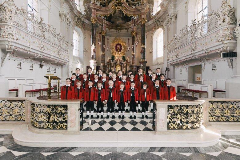 """Die Sängerknaben in """"ihrer"""" Kirche, der Wiltener Basilika. © morefeatures"""