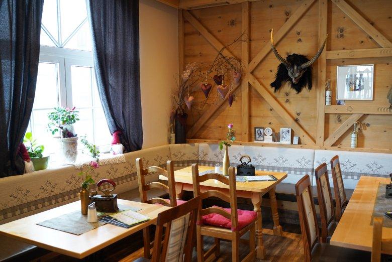Stube im Dorfcafé Fieberbrunn.