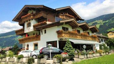 Hotel-Restaurant Rosengarten im Sommer