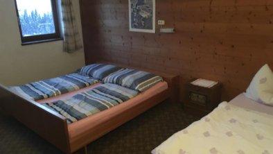 Dreibettzimmer mit Dusche, © MountainBlast