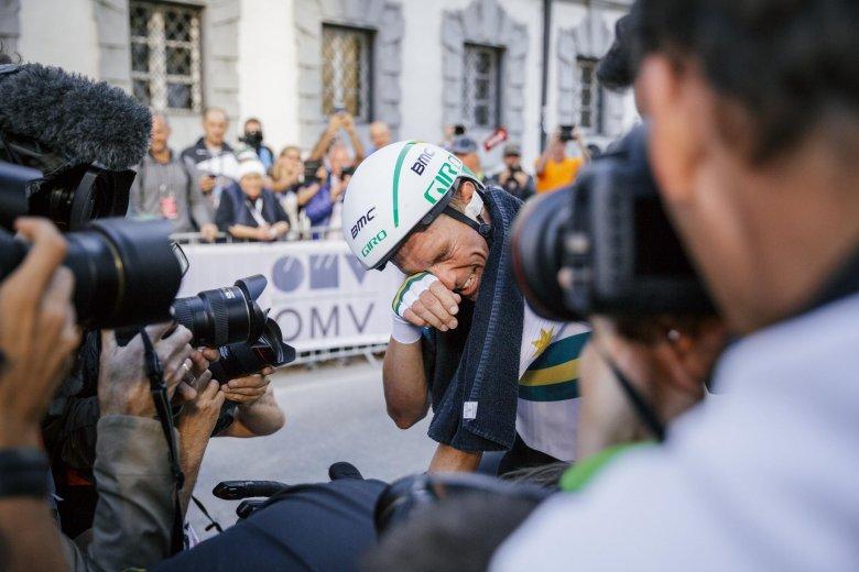 Überglücklich: Der Australier Rohan Dennis gewinnt das Einzelzeitfahren der Herren.