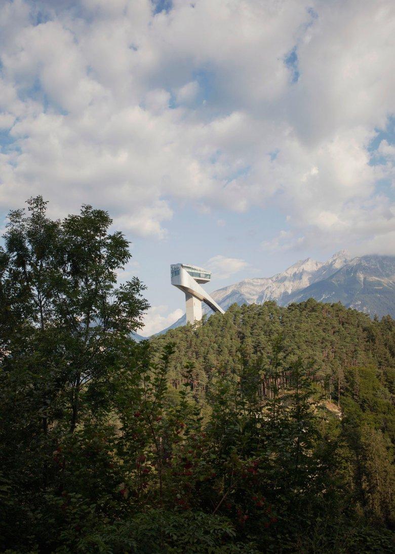 Die Bergisel Sprungschanze ist jedes Jahr einer von vier Austragungsorten der Vierschanzentournee. , © Tirol Werbung, Verena Kathrein