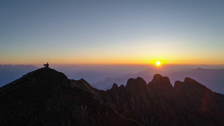 Sonnenaufgang am Kellerjoch (c) TVB Silberregion Karwendel