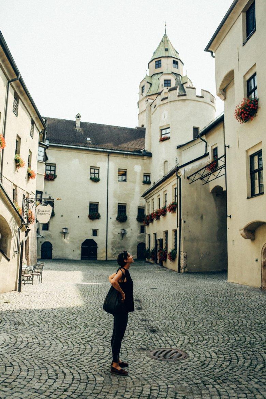 Burginnenhof mit Turm in Hall in Tirol
