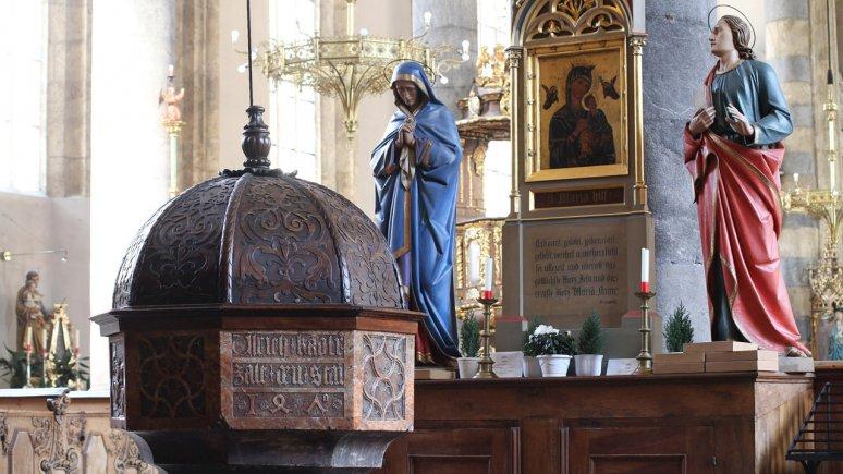 Taufbecken in der Pfarrkirche Schwaz, © Tirol Werbung - Bernhard Aichner