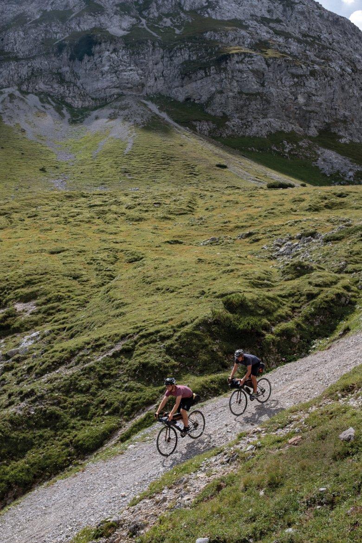 Steile Schotterwege sind ideales Gravelbike-Gelände. Hier: Abfahrt Richtung Johannestal.