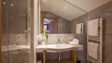 Wohlfühlzimmer_Bergblick_Badezimmer