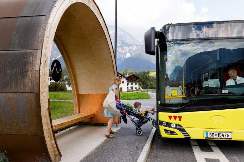 Busfahren mit der Familie, © Tirol Werbung / Robert Pupeter