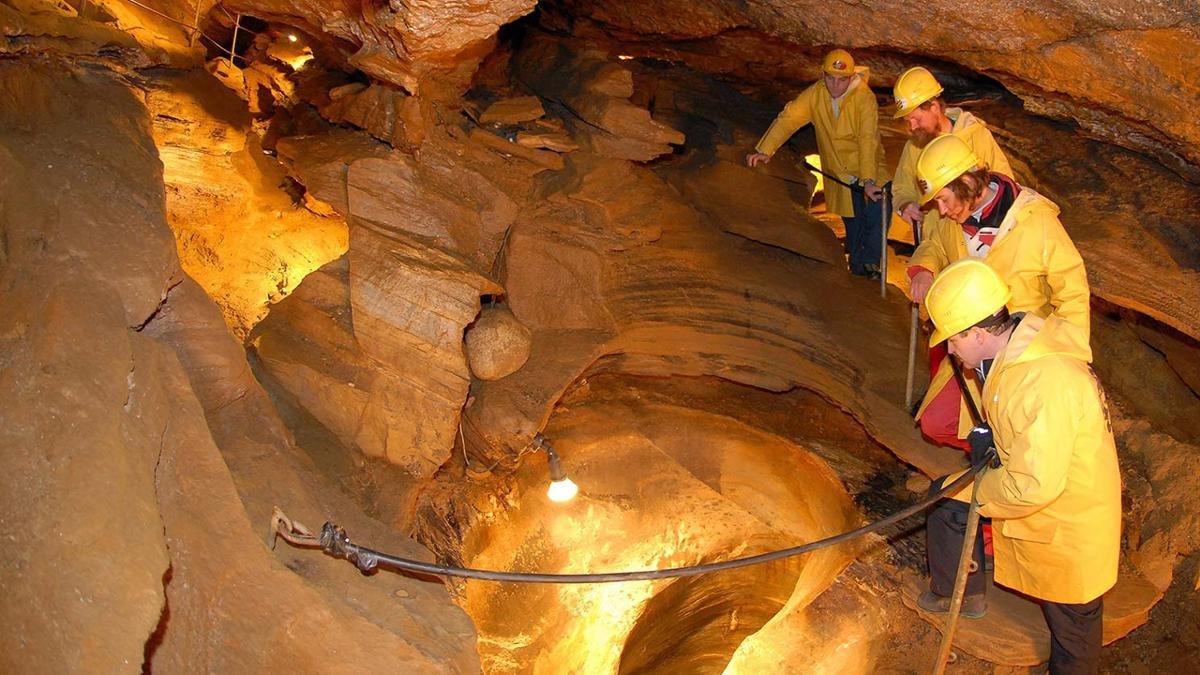 Die Spannagelhöhle ist nicht nur die höchstgelegene Schauhöhle Europas, sondern auch die größte Felsenhöhle der Zentralalpen. Achtung: Für Menschen, die schlecht zu Fuß sind oder unter Platzangst leiden, ist die Höhle nicht zu empfehlen., © Tux-Finkenberg