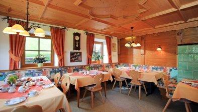 https://images.seekda.net/AT_UAB7-05-24-03/Ferienwohnung-Bauernhof-Obholzhof-Scheffau-Seebach-50-Maria-Feger-Fruehstuecksraum.jpg
