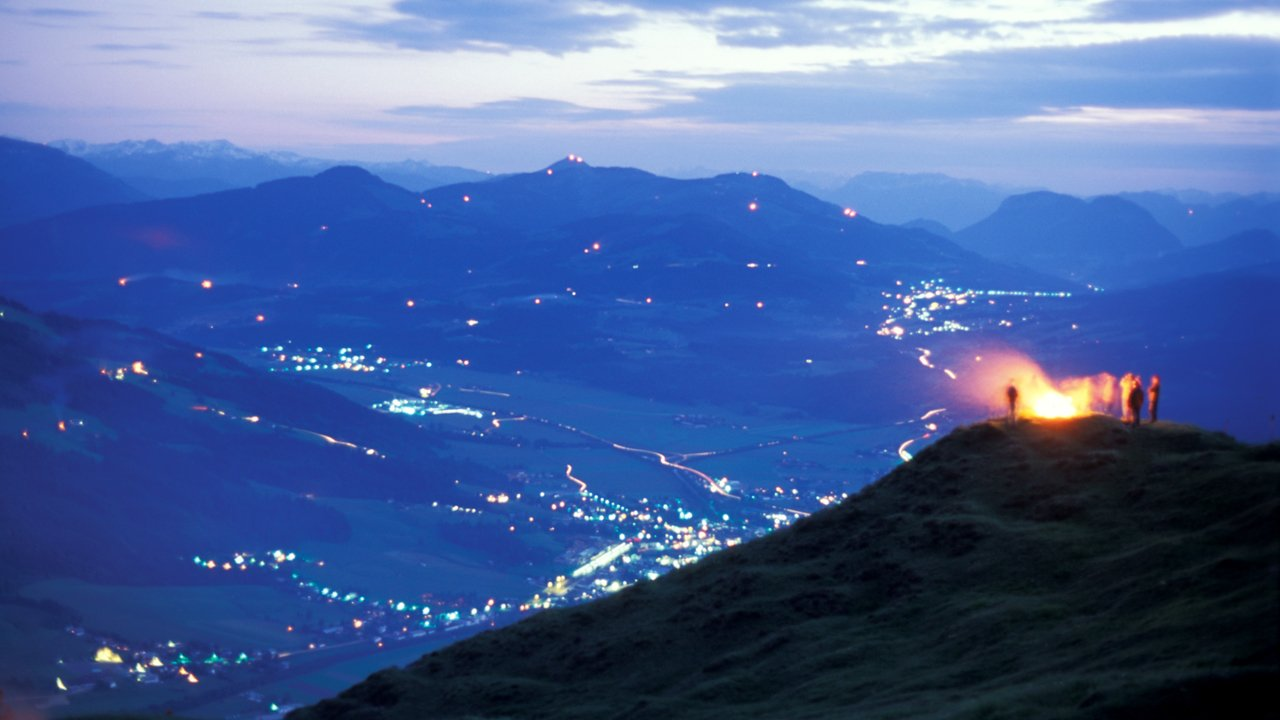 Sonnwendfeuer in St. Johann in Tirol, © Albin Niederstrasser