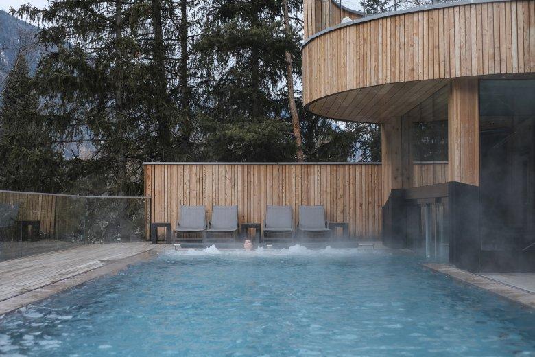 Der Außenpool im Naturhotel Waldklause.