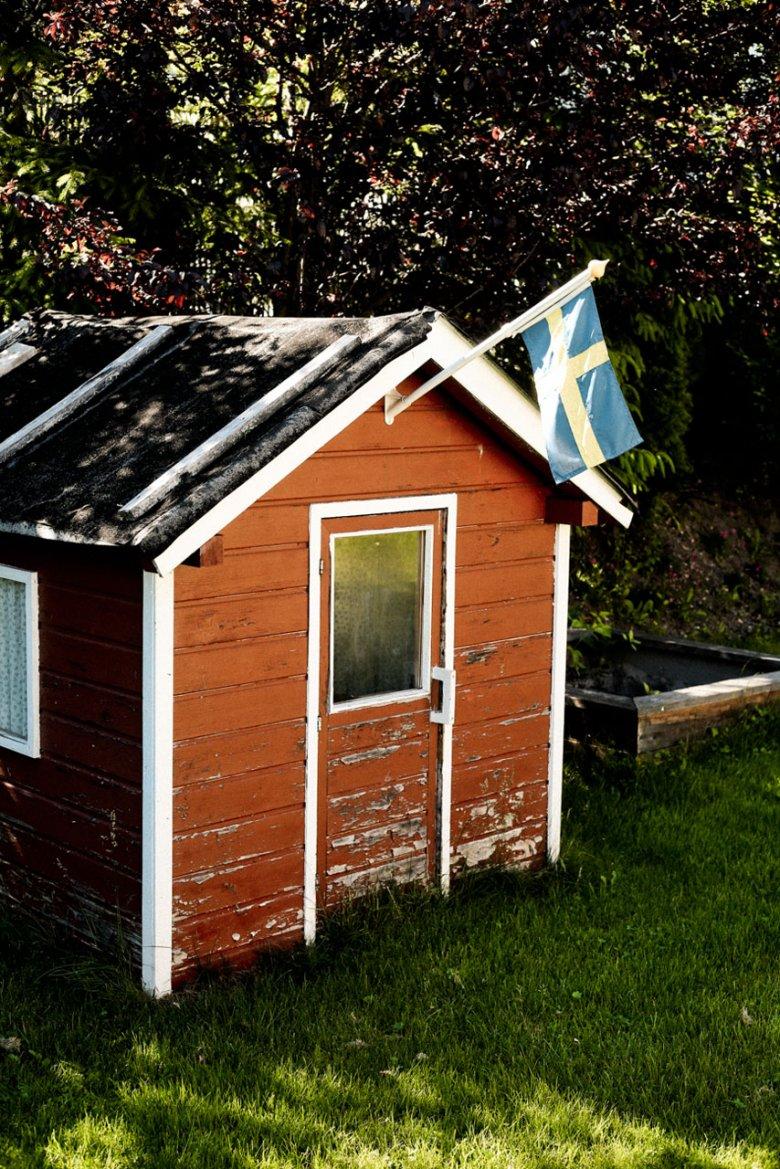 Sogar das Häuschen im Garten zeigt Flagge.