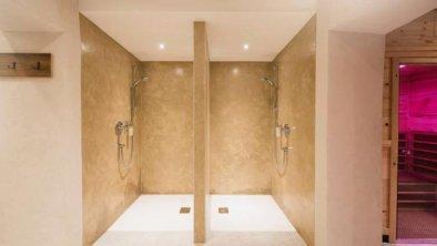 neue Sauna-Duschanlage