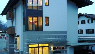 Eingang Haus 1 - Nacht