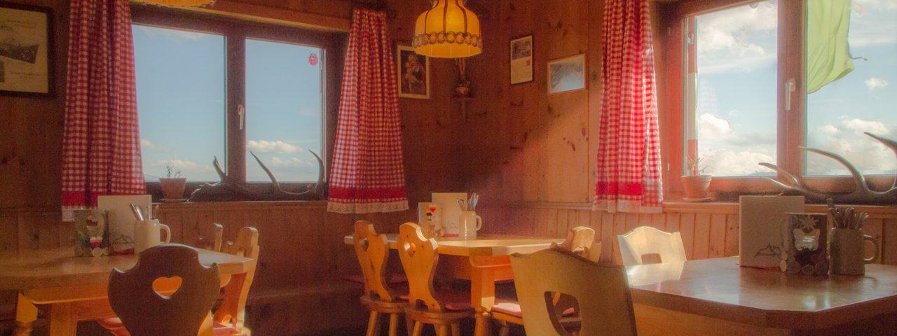 Gaststube in der Bettelwurf Hütte, © Bettelwurf Hütte