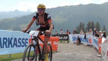 900 Höhenmeter steil bergauf müssen die Mountainbiker beim Hahnkamm-Rennen bezwingen, © Simone Ehrensperger/SV Kitzsport
