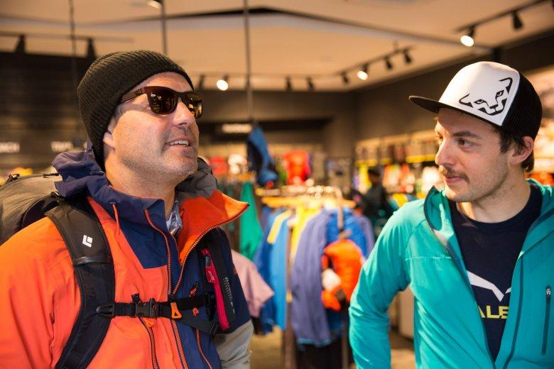 Thomas besucht mit uns Patrick Hörhager vom Mountain Shop in Mayrhofen.