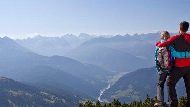 Genießen Sie den wunderschönen Ausblick ins Tal., © TVB Tirol West/Daniel Zangerl