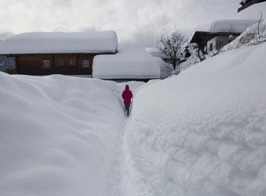 Im Winter 2013/2014 fiel im Osttiroler Ort Obertilliach überdurchschnittlich viel Schnee. (Foto: Tirol Werbung, Heinzlmeier Bert & Monika Höfler)