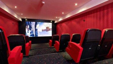 Alpeiner Nature Resort-Kinosaal.jpg
