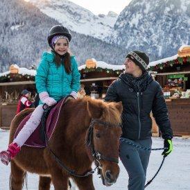 Ponyreiten bei der Achensee Weihnacht, © Tirol Werbung/Michael Grössinger