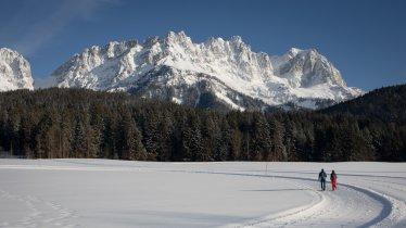 Winterwandern vor der Kulisse des Wilden Kaisers, © Tirol Werbung / Frank Stolle