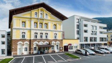 Vorderseite Hotel (800x533)