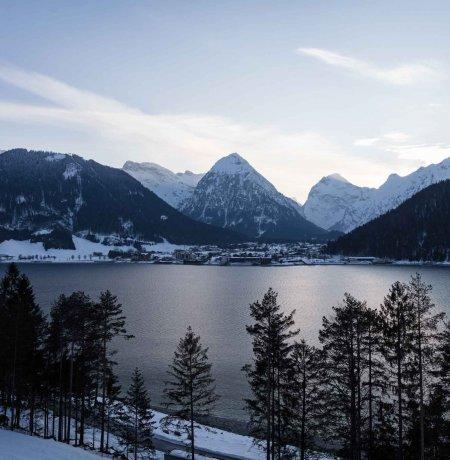 Aussicht auf den Achensee bei einer Winterwanderung, © Tirol Werbung/Lisa Hörterer