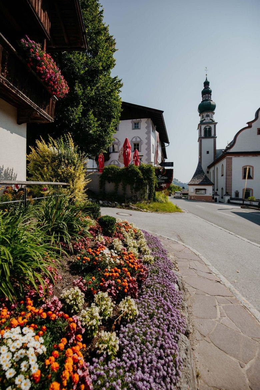 Malerische Ortschaften, wie hier die Ortsdurchfahrt in Oberau
