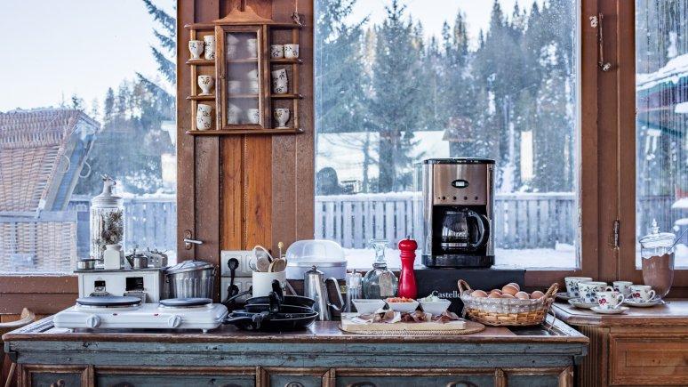 Frühstücksbuffet mit Aussicht auf der Angerer Alm, © Thomas Plattner
