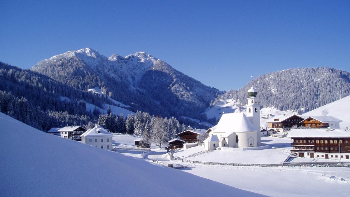 Den höchstgelegenen Ort der Kitzbüheler Alpen erreicht man am gemütlichsten mit der Bummelbahn Wildschönau – mehr Zeit und Muße, die malerische Landschaft zu genießen, geht nicht., © Wildschönau Tourismus
