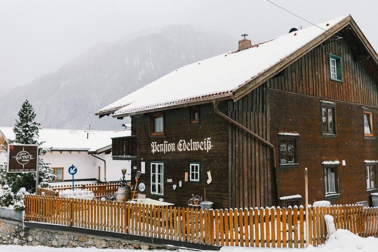 """Die Pension Edelweiß in Pettneu am Arlberg wurde bei """"Restaurants on the Edge"""" aufgemöbelt."""