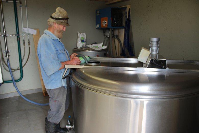 Vorbereitung des Milchbehälters