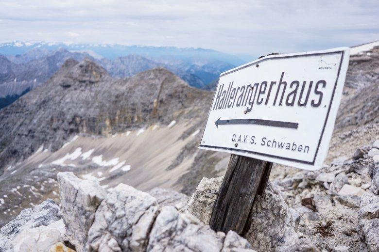 Etappe 11 vom Karwendelhaus zum Hallerangerhaus: Das Wetter auf der Birkkarspitze hält durch, Fabian auch.