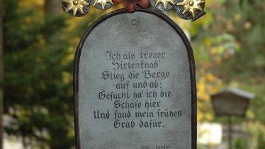 Grabinschrift am Museumsfriedhof Tirol, © Alpbachtal Tiroler Seenland